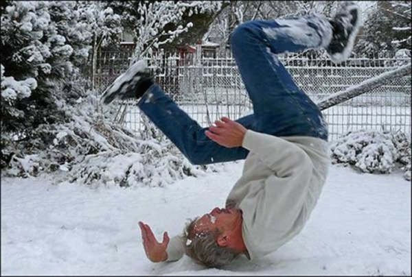 man_file_1056542_slipping-on-ice-8.jpg
