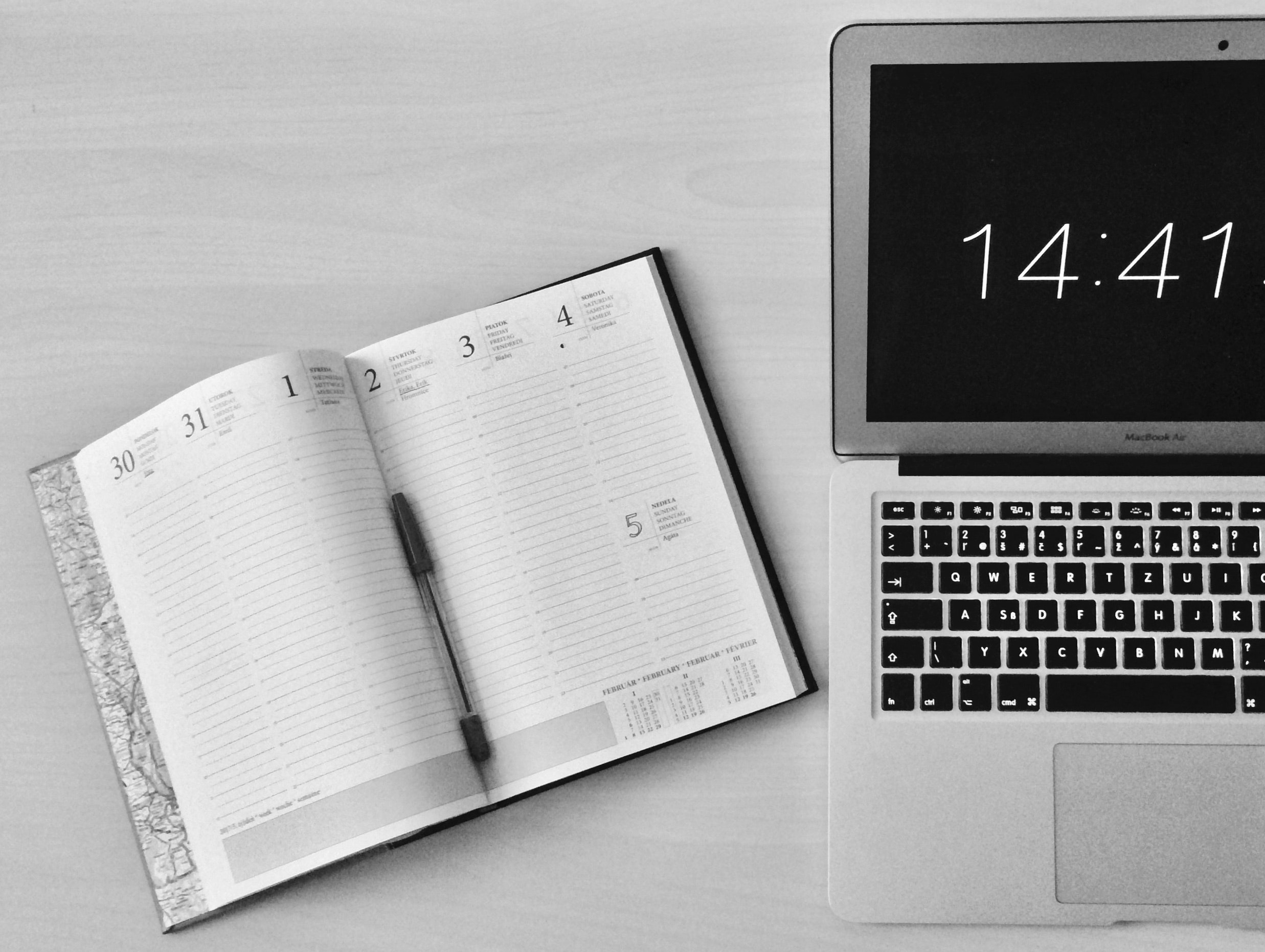 apple-device-black-and-white-business-295826